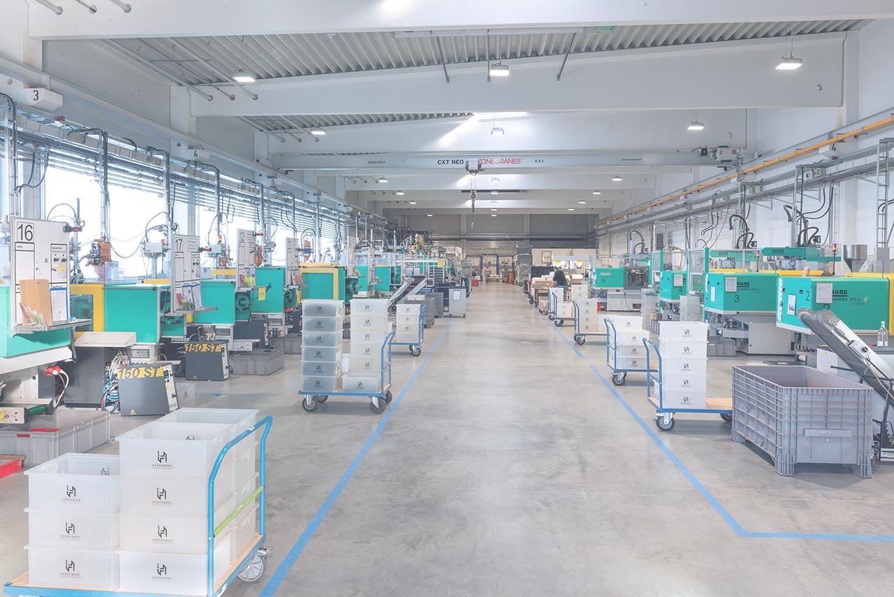 Heussinger Kunststoff Produktionshalle